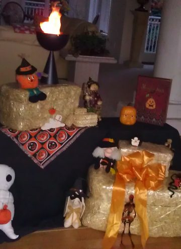 FloraCraft Hay Bales for Fall Decorating