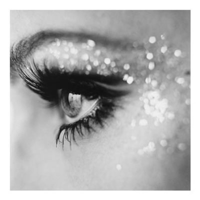 Glitter Tips for a Holiday Makeup Look