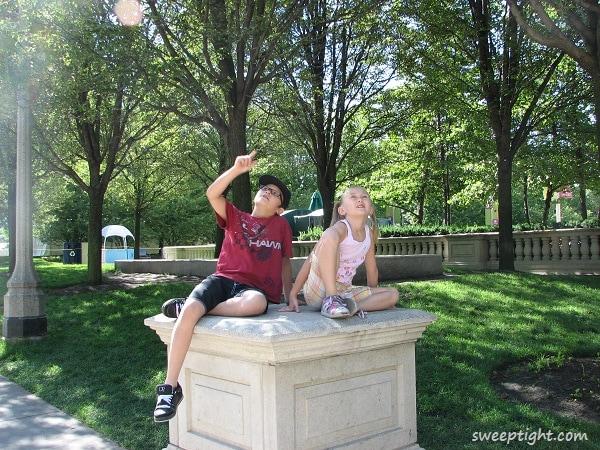 kids in Millenium Park