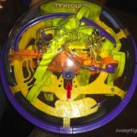 ball in center of Perplexus Original