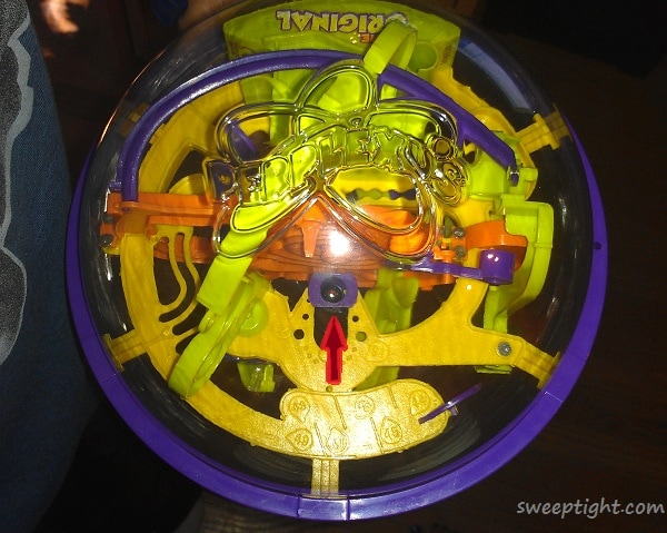 ball in center of Perplexus Original