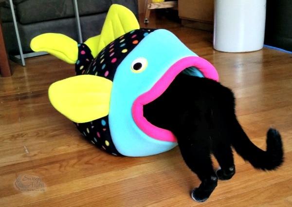 Flounder pet bed