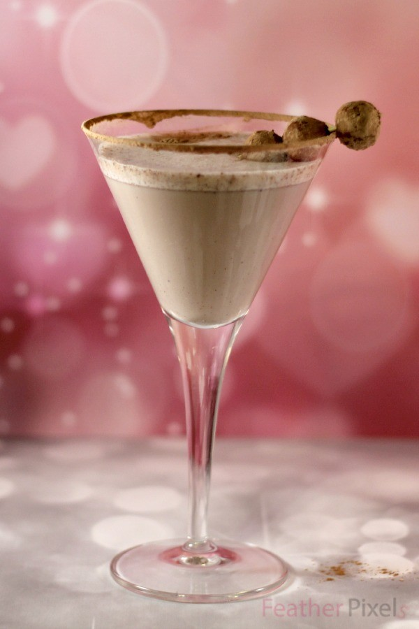 Snickerdoodle cookie martini in a glass