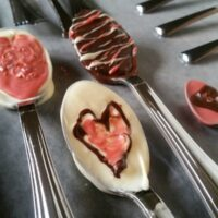 DIY Valentine's Day Chocolate Dipped spoons with printable gift tags