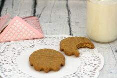 Easy Peanut Butter Cookie Recipe – Only 5 Ingredients