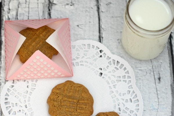 Easy Peanut Butter Cookie Recipe - Only 5 Ingredients