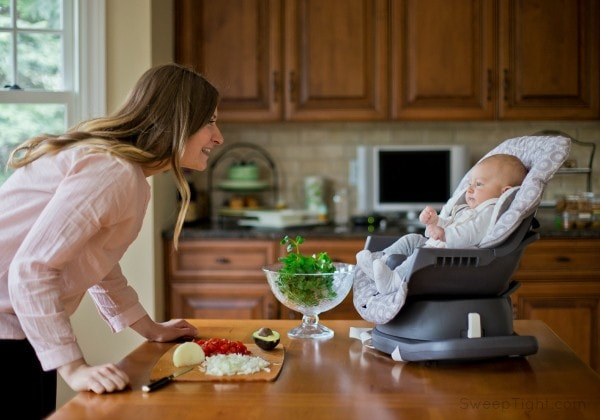 Happy baby, productive mom. Graco Swivi Seat Booster review #spon