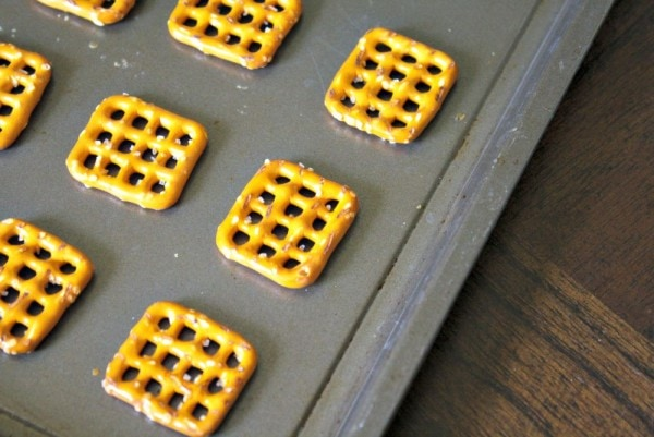 Easy Minions Pretzel Candy Recipe
