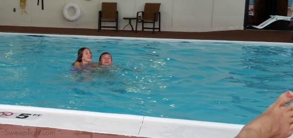 Fun in the pool Hampton by Hilton downtown Louisville #MFRoadTrip #WeGoTogether #spon