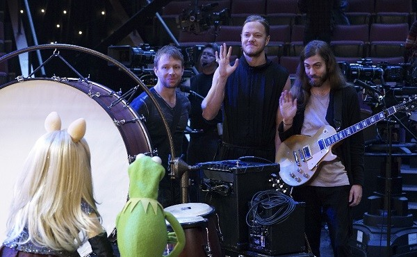 "Imagine Dragons performs their new single ""Roots,"" on the season premiere of ""The Muppets,"" (ABC/Eric McCandless) MISS PIGGY, KERMIT THE FROG, IMAGINE DRAGONS"