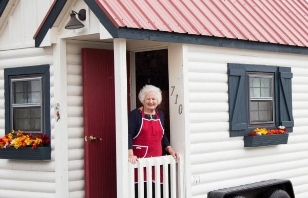 Free Sausage in Chicago Delivered by Nonnas in Tiny Homes