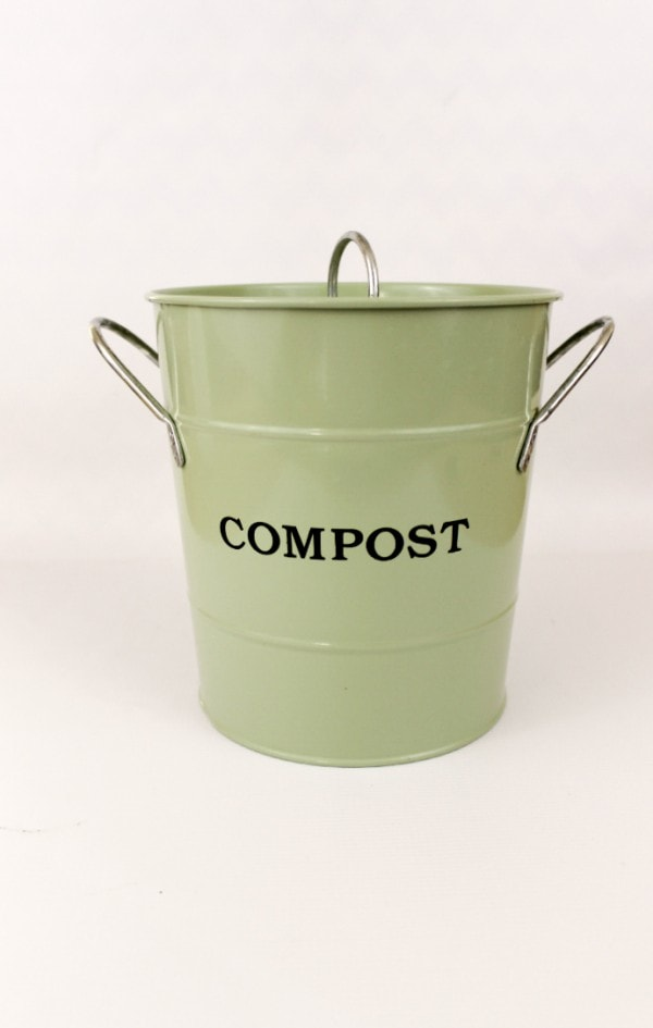 LOVE this compost bucket for the kitchen - how to compost at home and why everyone should