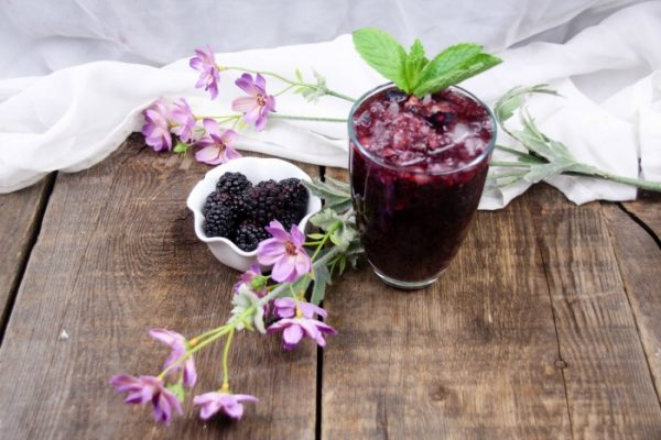 Blackberry and Raspberry Chia Seeds Drink Recipe