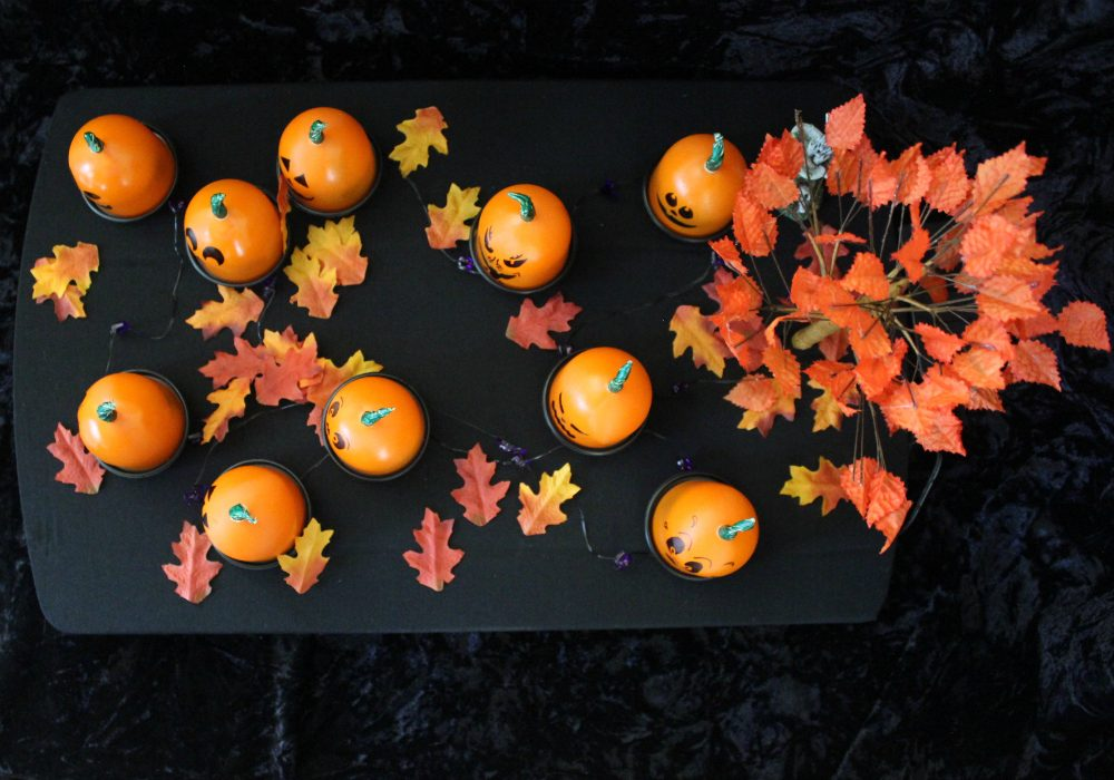 DIY Trick or Treat Game - So cute. Would be perfect for a Halloween Classroom party