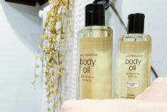 Skin care in winter is easy with Neutrogena #BodyOil #IC AD