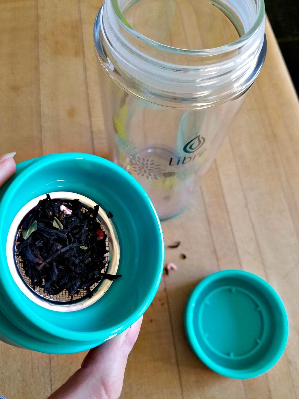 Loose leaf tea with a Libre tea glass mug