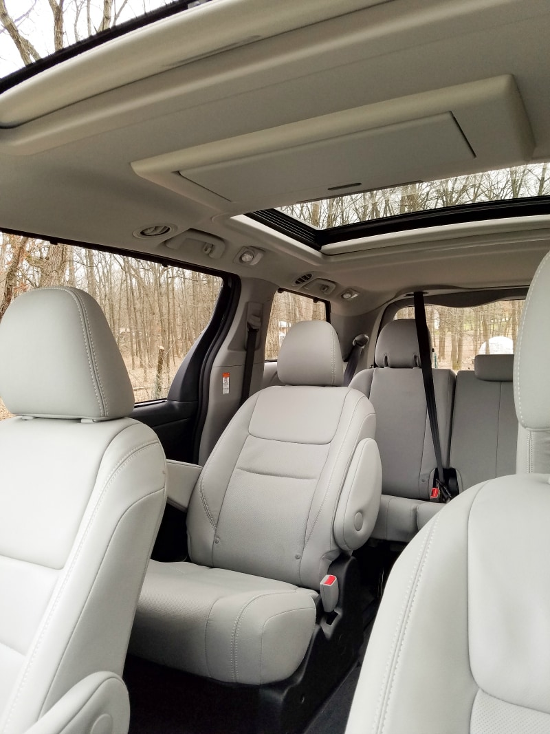 This Vehicle Can Organize Your Life – 2017 Toyota Sienna Review