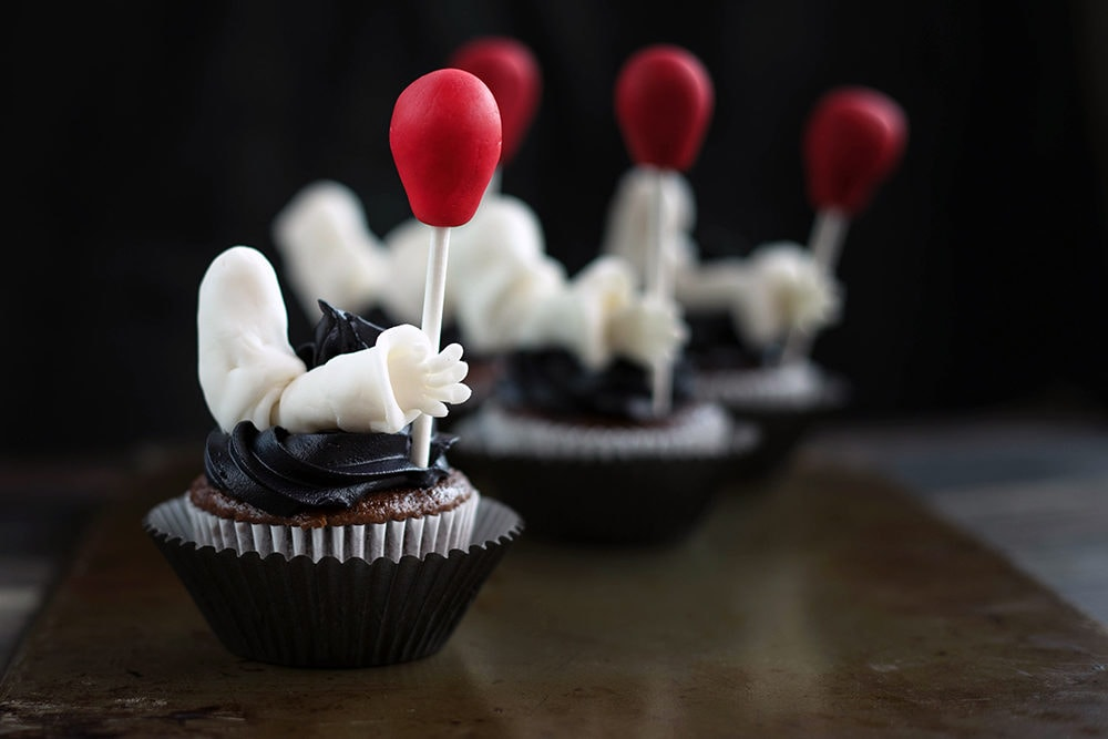 Pennywise the Clown cupcakes