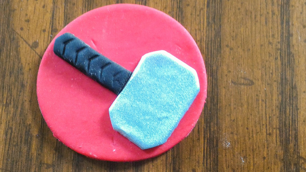 Fondant hammer for Thor cupcake
