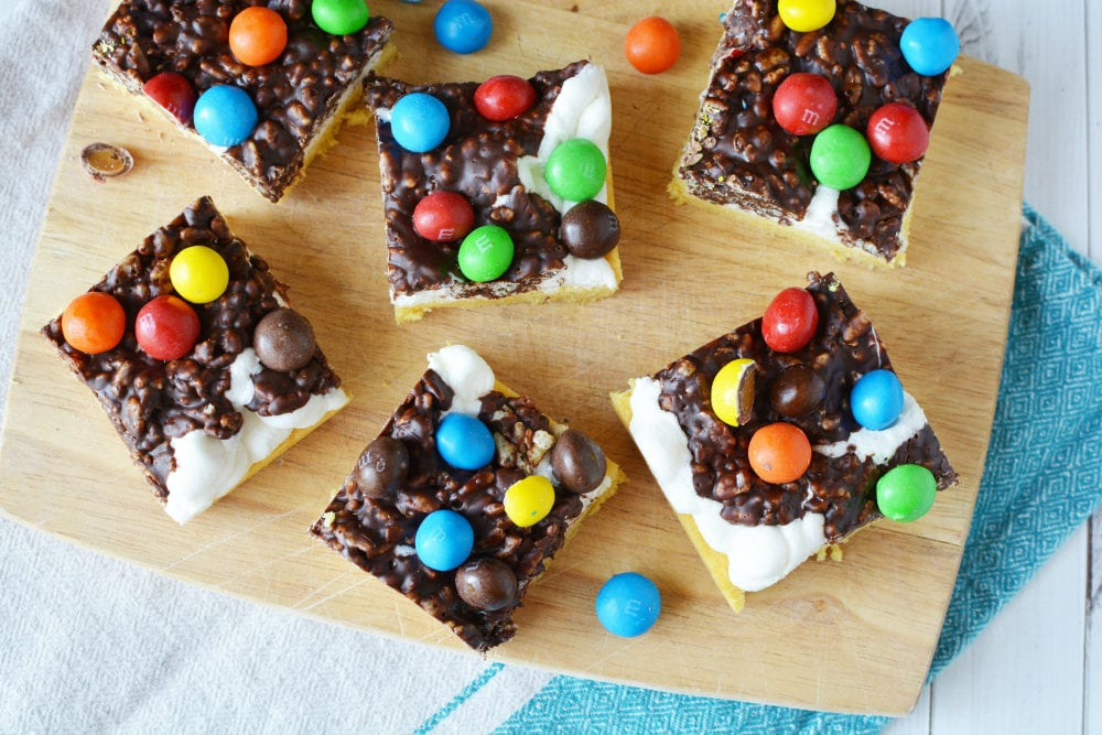 Cookie bars with marshmallows and rice krispie layers
