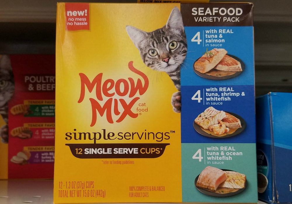 Super Easy Space Saving DIY Wet Cat Food Storage Hanger #MeowMixatMeijer #CollectiveBias AD
