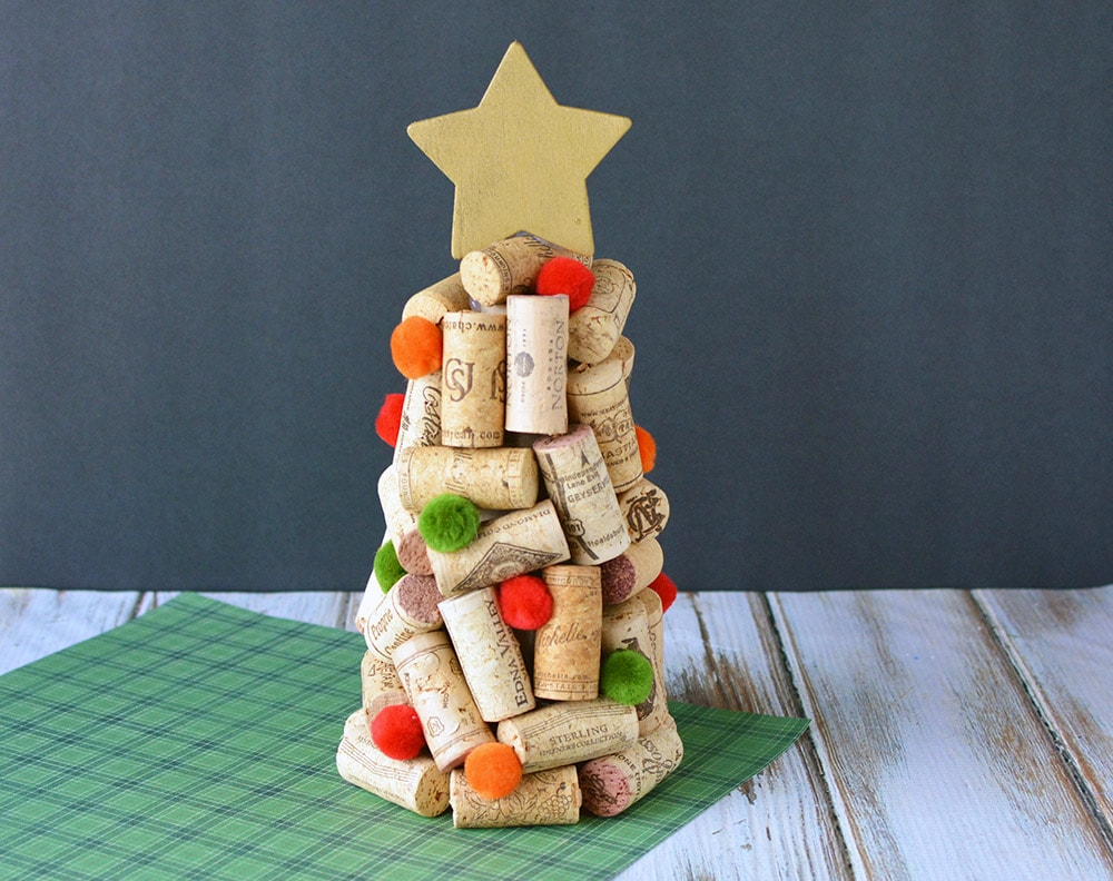 Diy wine cork christmas trees craft a magical mess for Wine cork crafts guide