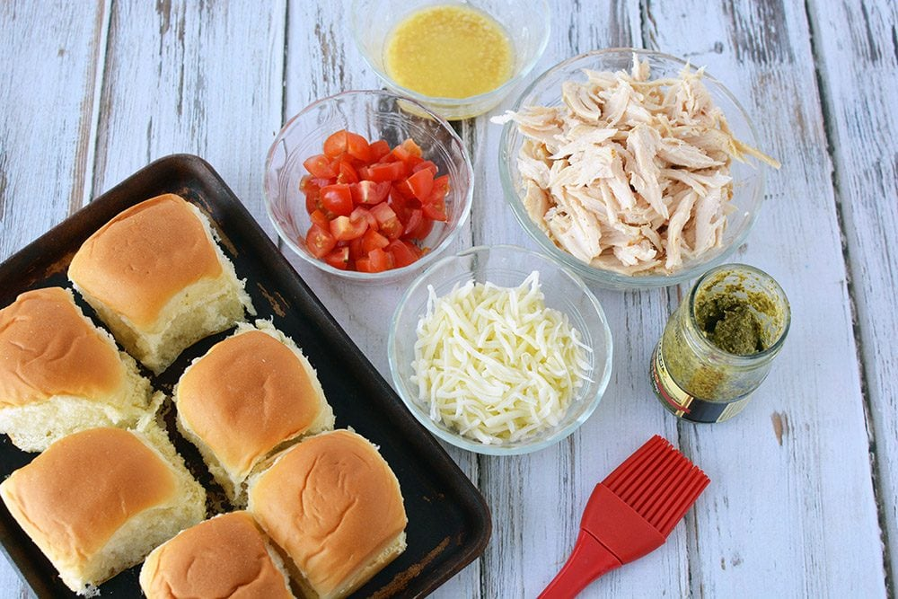 Pesto chicken sliders ingredients