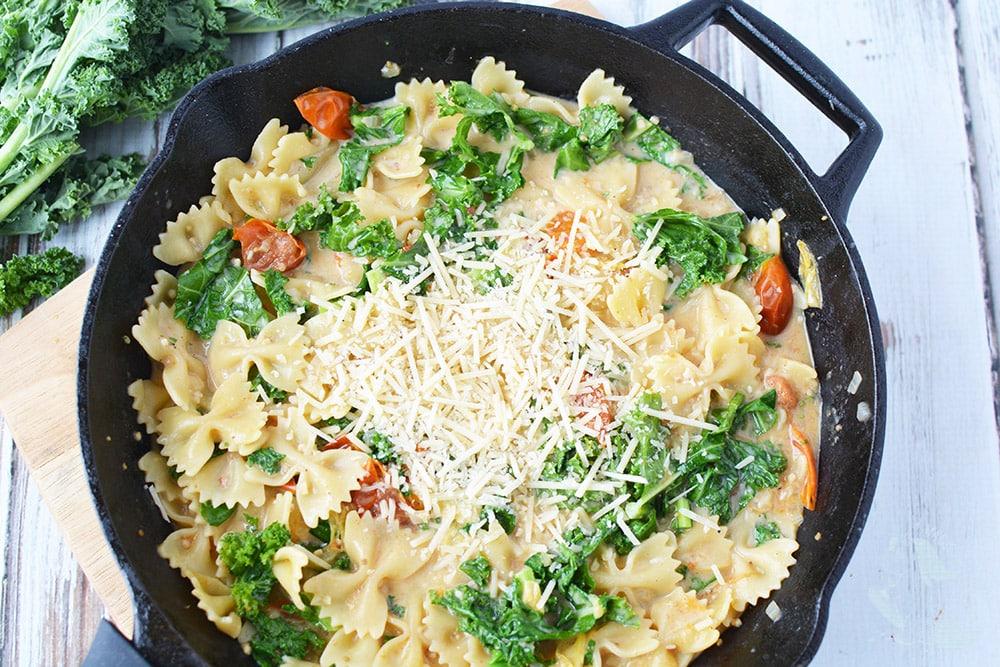 Skillet pasta recipe with kale
