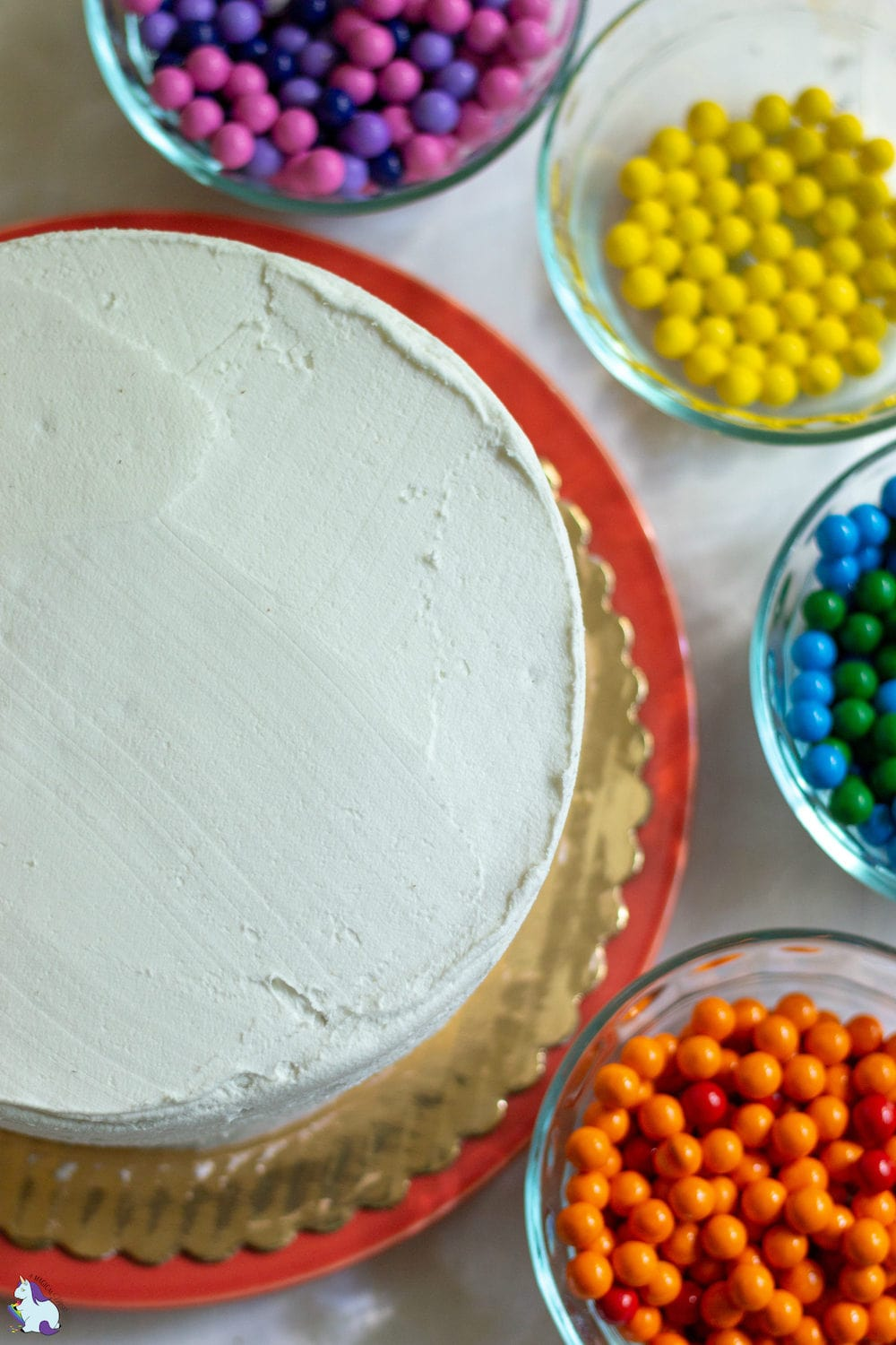 Easy cake decorating - Magical Rainbow cake with Sixlets