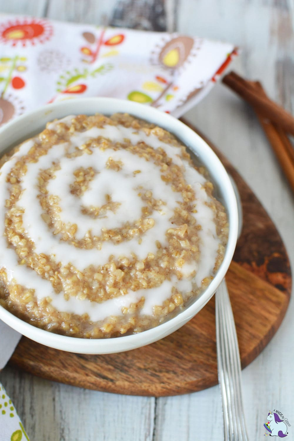 Super easy cinnamon roll oatmeal recipe