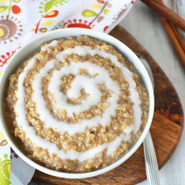 Quick and easy cinnamon roll oatmeal recipe