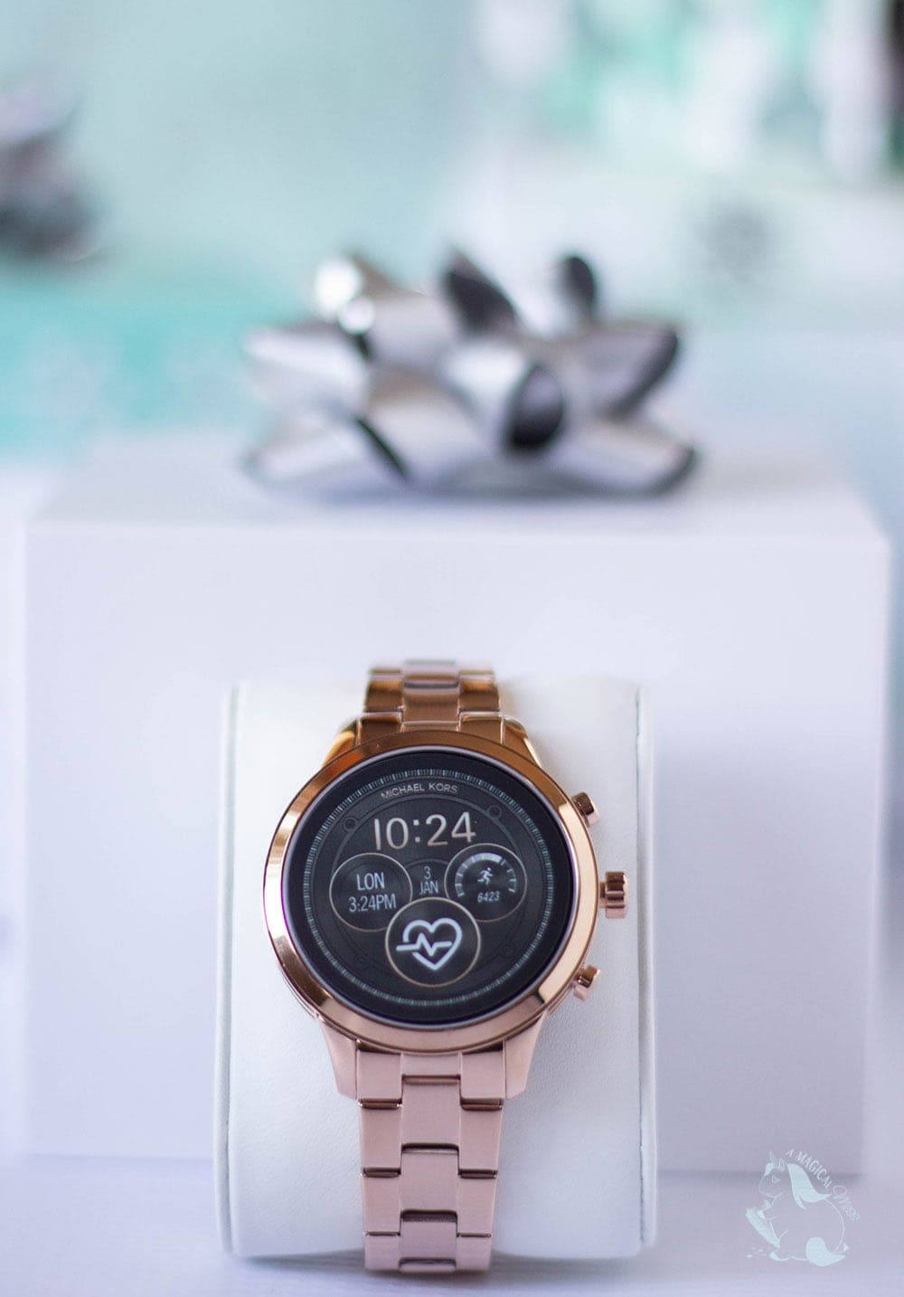 Michael Kors Access Runway Smartwatch out of the box
