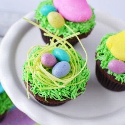 Super easy and cute Easter cupcakes