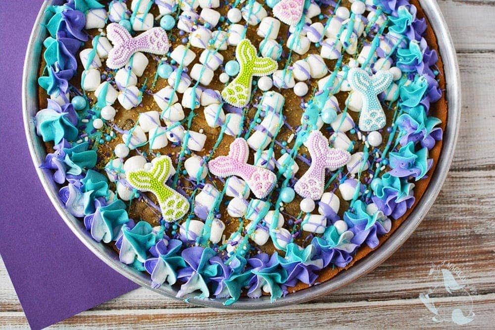 Mermaid cookie pizza in a pan.