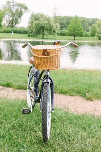 Bike with picnic basket attached to front.