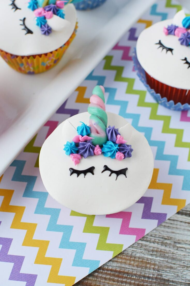 unicorn cupcakes with eyes and horn